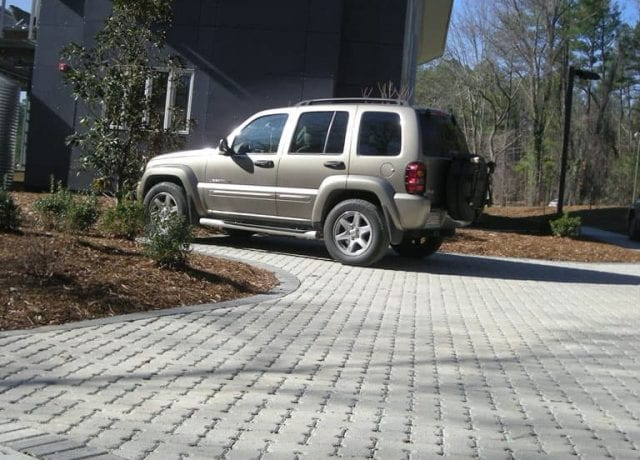 Permeable Pavement Portfolio : duke-smart-house-037